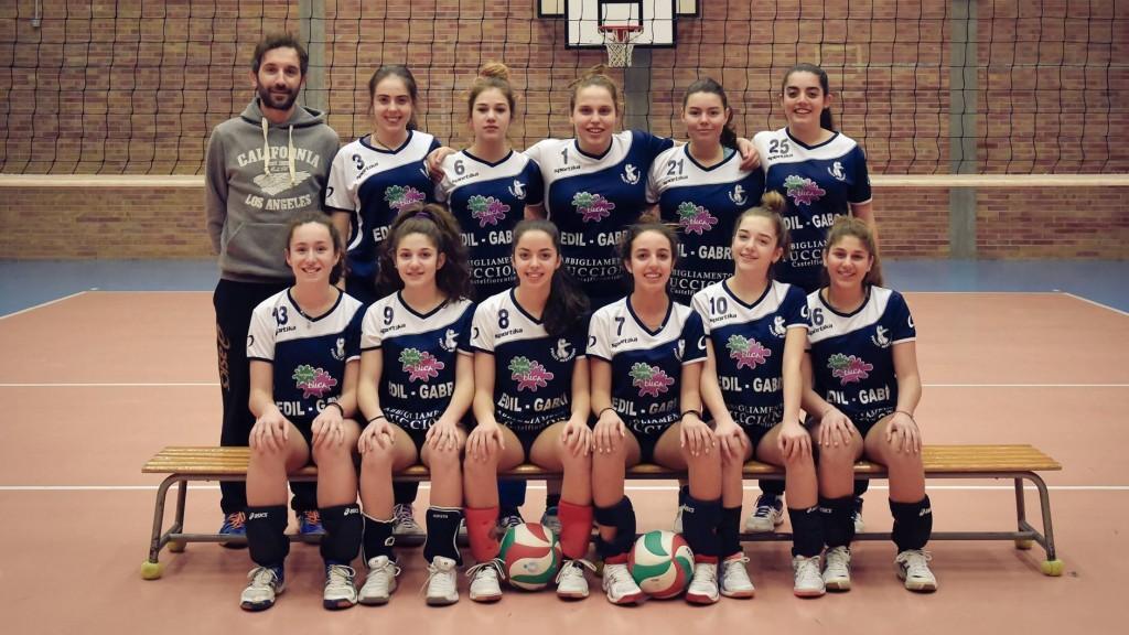 La squadra under 14 femminile 2015/2016 con mister Cristiano Ciocchetti
